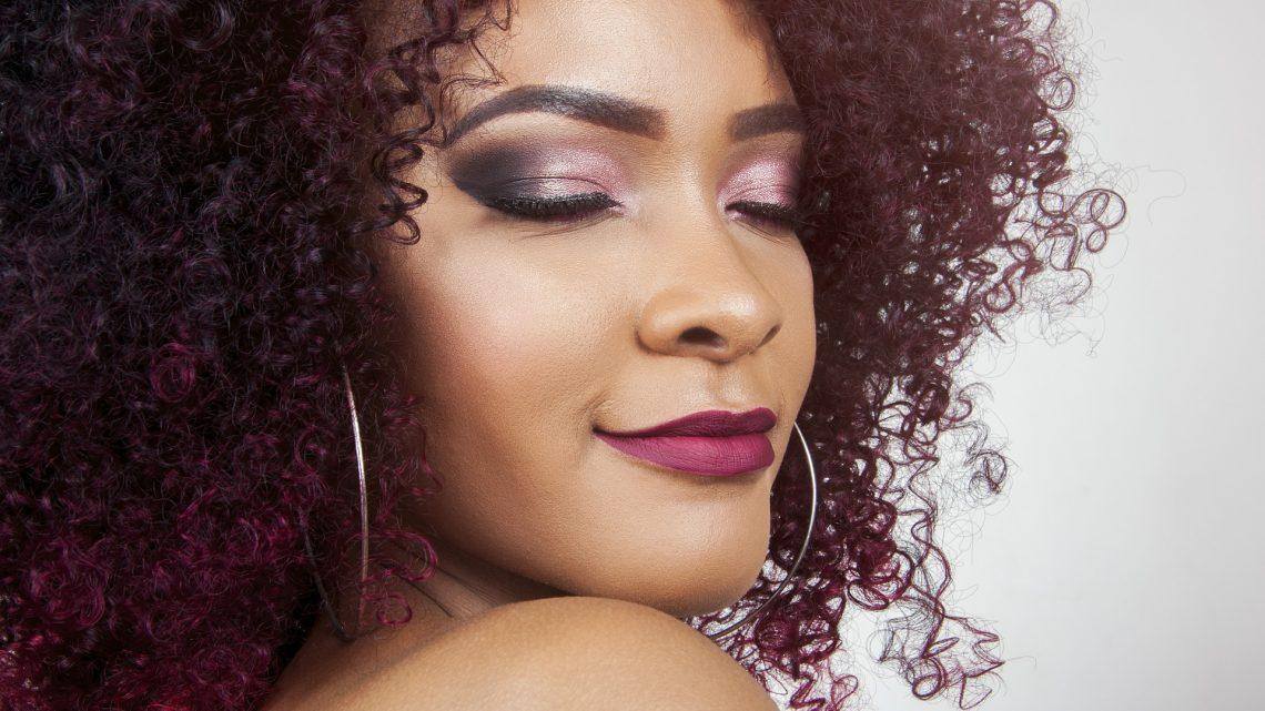 Astuces beauté : prendre soin de ses cheveux crépus