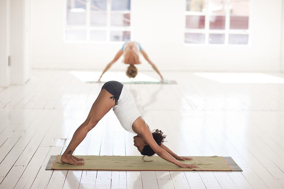Comment choisir un tapis de yoga antidérapant?