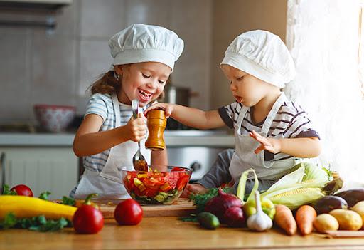 Astuces pour faire aimer les fruits et les légumes à vos enfants